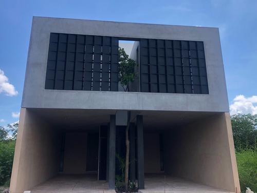 Imagen 1 de 14 de Saró Temozón , Town House En Venta.