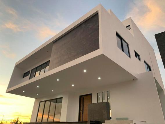 Casa En Venta En Ampliacion Huertas Del Carmen, Corregidora, Rah-mx-20-448