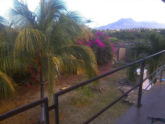 Casa Con 2 Apartamentos En La Mira Playa El Agua