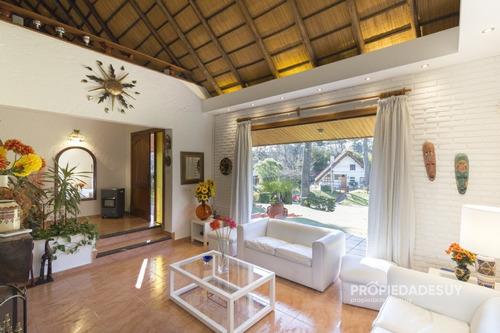Casa En Punta Del Este, Pinares- Ref: 226