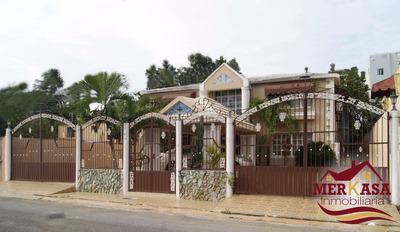 Enorme Casa Con Solar De 809m2