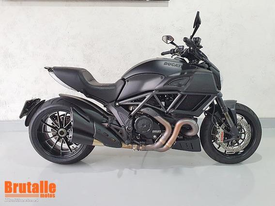 Ducati Diavel Preta