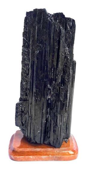 Turmalina Negra Bruta Na Base De Madeira Média Cristal Pedra
