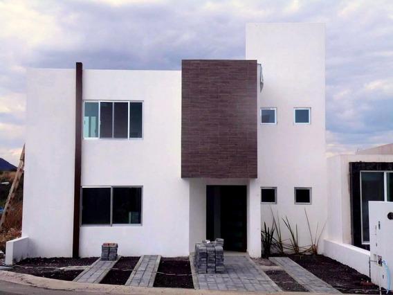 Hermosa Residencia En Grand Juriquilla, 3 Recámaras, Estudio, 3 Baños, Alberca