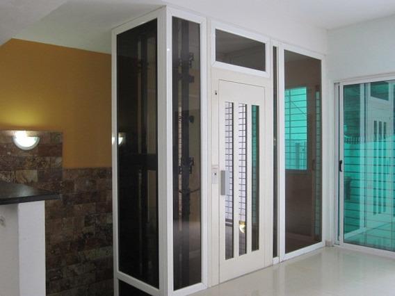 Casa De 320mts2 En Zona Norte Maracay Gbf20-1676