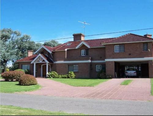 Casa De Cuatro Ambientes En Venta- Moreno