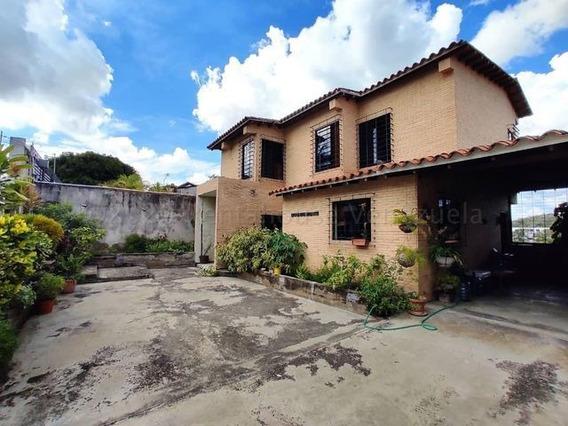Casas En Venta Zona Este Barquisimeto 21-6635 Arq