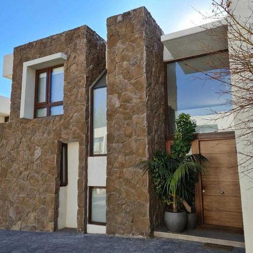 Imagen 1 de 30 de Increíble Casa En San José De La Sierra /  La Posada