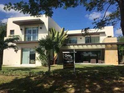Espectacular Residencia En El Mejor Lugar Para Vivir En Mérida, Yucatán Country Club
