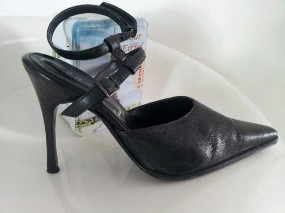 Zapato De Cuero. Taco Aguja Con Pulsera. Negro #35-36