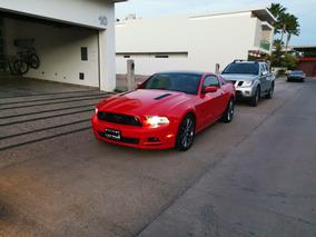Ford Mustang Gt Rojo Equipado Con Accesorios