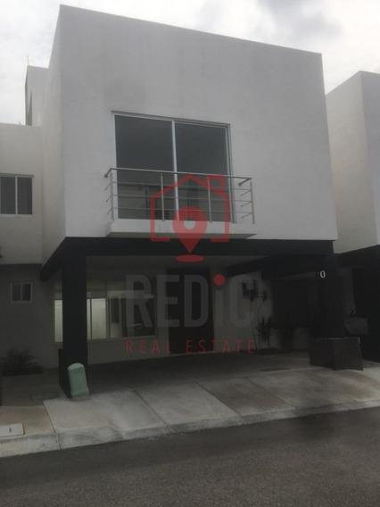 Casa En Venta De 4 Hab + Roof Garden En Punta Juriquilla