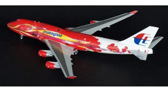 Maquete/miniatura Avião Boeing 747 Malaysia 1:400