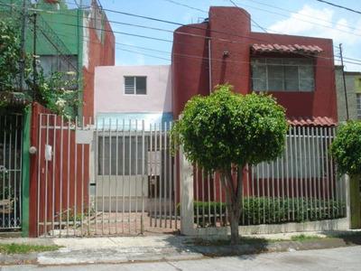 Casa 4 Recamaras 3 Baños Completos Y Medio Baño.