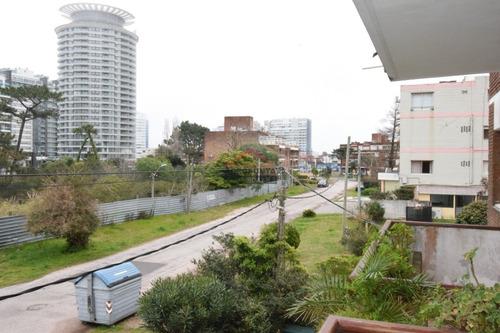 Buena Ubicacion , A Pasos De Playa Brava Y Mansa . - Ref: 5137
