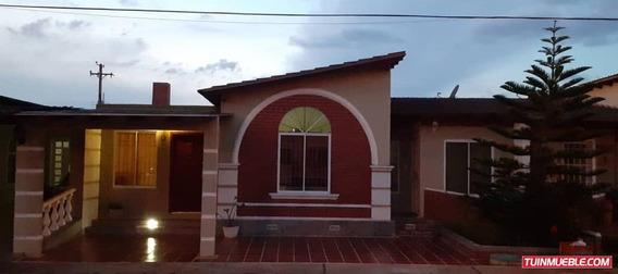 Casas En Venta Urb. La Pradera