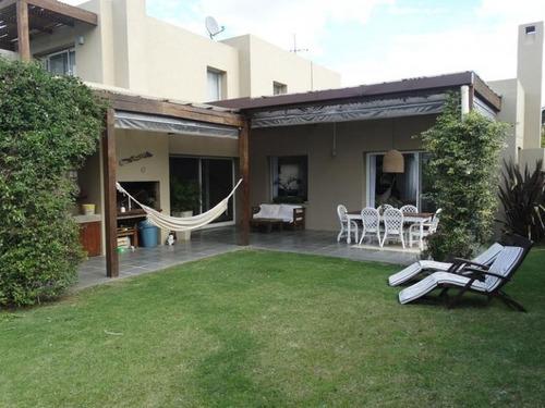 Imagen 1 de 15 de Casa En 2 Plantas, Altos De La Tahona