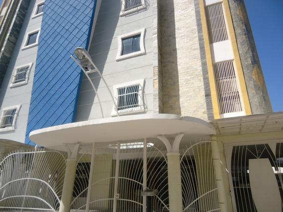 Apartamento Urb Chaguaramos Av Fuerzas Aereas 04243427200