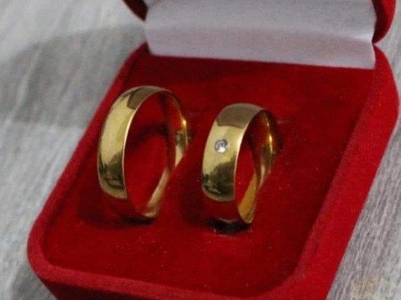 Par Alianças 6mm Noivado E Casamento Banhadas A Ouro 18k