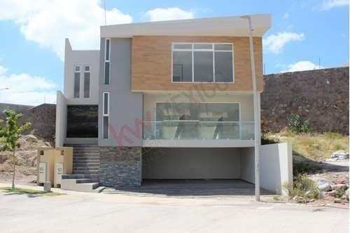 Casa En Venta En Privilegiada Zona, Av. Carrasca #16, En Fraccionamiento Del Roble Residencial, San Luis Potosí $4,995,000.00