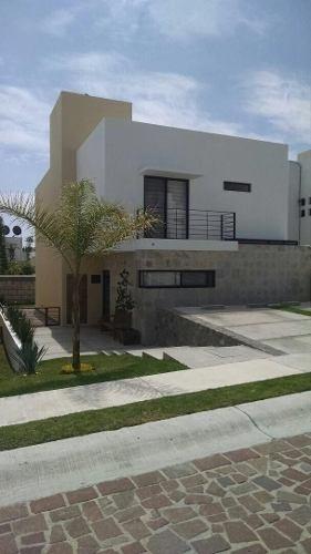 Casa En Renta 3 Habitaciones + Cto.de Servicio En Privada De Cumbres Del Lago