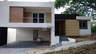 Casa Nueva En Venta En Col. El Ojital, Tampico, Tamaulipas.