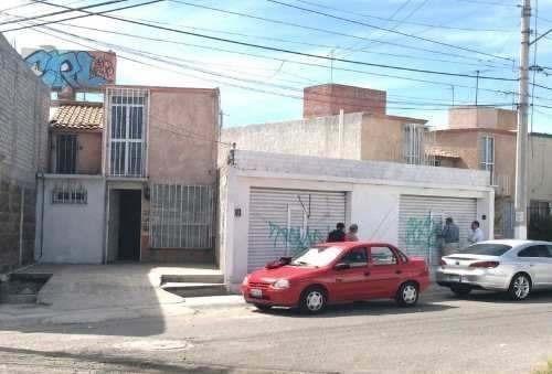 Casa Con Local En Venta En Bernardo Quintana