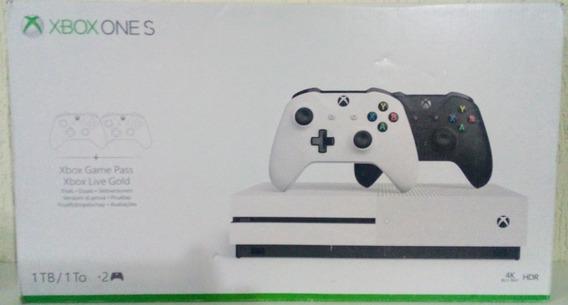Xbox One S De 1tb Com Dois Controles