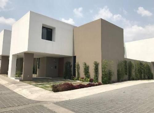 Casa En Venta En Juriquilla , Gran Capricho, Privada Con Alberca