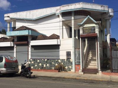 Local Comercial Frente Al Parque Central De Cotui