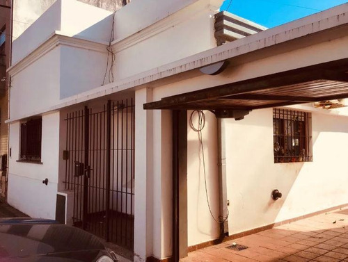Casa Venta 2 Dormitorios 2 Baños 2 Cocheras, Jardin Terreno 10 X 20 Mts - 200 Mts 2- La Plata