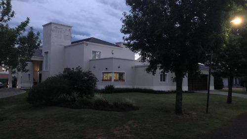 Venta Casa En Country B° San Isidro, Calle Padre Luchesse Km 2