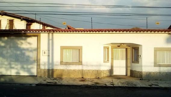 Casa De 6 Ambientes Y 4 Baños