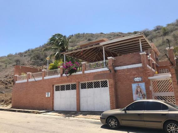 Venta De Quinta En La Urb Paraiso Privado, Municipio Maneiro