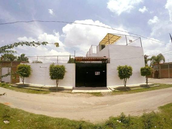 Casa 3 Recámaras, 3 Baños, Sala, Comedor Y Estacionamientos
