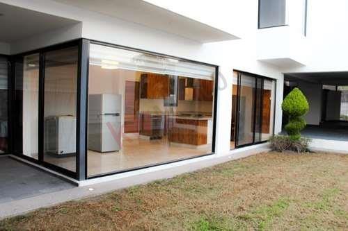 Residencia En Venta En Pedregal 2 Con Estilo Arquitectónico Moderno Y Muy Amplia