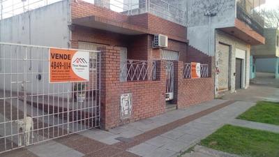 Casa En Venta Con Garage, Patio Y Terraza, Proxima A R8