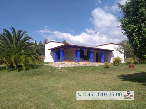Casa De Campo Con Amplio Terreno