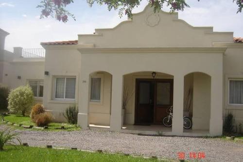 Venta Casa Pilar Del Este Los Jazmines, Muy Linda Casa En Lote Central Con Vista Al Parque, Una Planta
