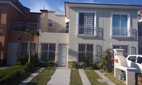 Casa En Fraccionamiento Hacienda Real