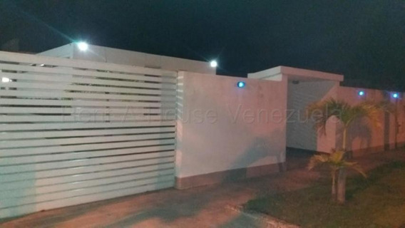 Casas En Venta Rah #20-8679 Puerto Encantado Higuerote