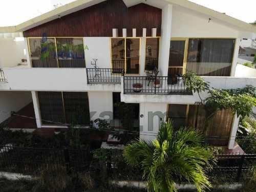 Venta Casa Col Jardines De Tuxpan Veracruz En Esquina 3 Recámaras , Se Encuentra Ubicada En La Calle Río Uxpanapa Esquina Calle Rio Actopan De La Colonia Jardines De Tuxpan, Cuenta Con 180 M² De Cons