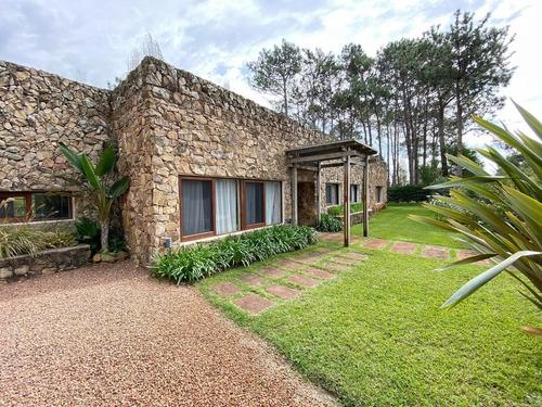 Casa Piedra Marrón