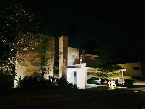 Casa En Venta En La Colonia Club De Golf Santa Anita, Tlajom