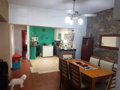Casa 4 Amb.c/ Patio Y Terraza-uso Comercial