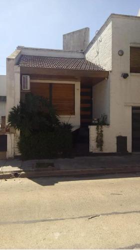 Imagen 1 de 13 de Casa 4 Ambientes. 192 M2 Cubiertos. 2 Plantas Con Garage.