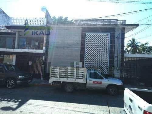 Renta Edificio De Oficinas Centro Tuxpan Veracruz. Consta De 2 Plantas, En Planta Baja Cuenta Con Cochera Techada Para Hasta 7 Coches, Estancias Amplias, 2 Cocinas Y Un Baño Completo, 3 Recamaras Con