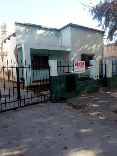 Vende Cipolletti Casa + Dpto  Bº San Pablo