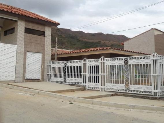 Tonwhouse En Lomas De La Esmeralda. Wc