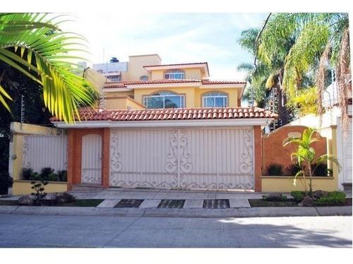 Casa En Venta Bugambilias 1ra Seccion, Cerca De La Plaza